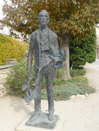Saint-Remy-de-Provence, Fransa: statue de Van Gogh dans le jardin