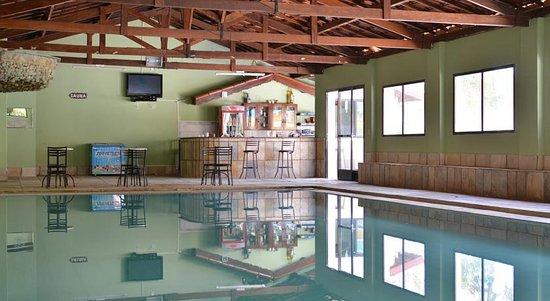 Piscina aquecida e coberta picture of hotel fazenda for Piscina coberta
