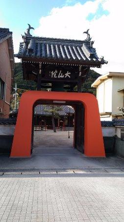 Kasaoka, Nhật Bản: 赤い門が特徴