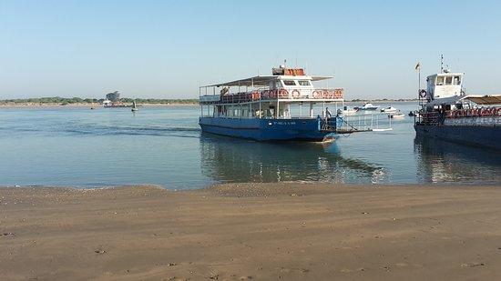Sanlucar de Barrameda, Spain: Guadalquivir mit Boot für diese Bootstour
