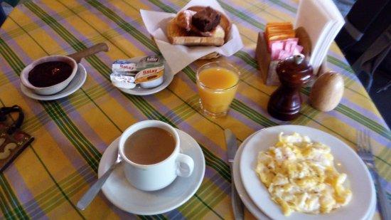 Hosteria La Posta del Cazador: Desayuno