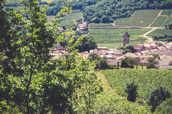 Solutre-Pouilly, France: le village en contre bas