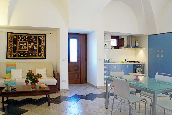 cucina soggiorno - Foto di Dammusi e Relax, Pantelleria - TripAdvisor