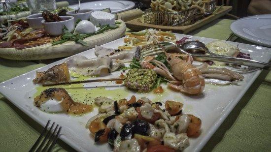 Rosora, Italia: antipasti di persce