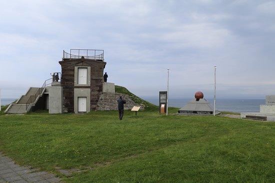 Wakkanai, Japan: 右側が平和の碑