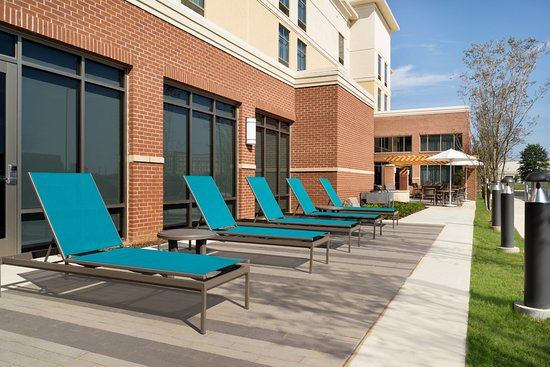 Southaven, Μισισιπής: Outdoor Patio Chaise Area