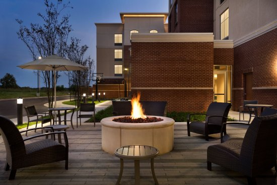 Southaven, Μισισιπής: Pool Patio Area with Fire pit