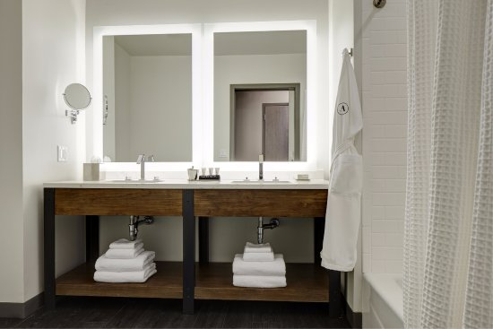 Florham Park, NJ: Double King Bathroom