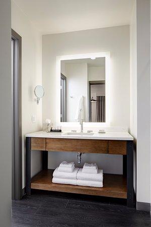 Florham Park, NJ: Guestroom Bathroom
