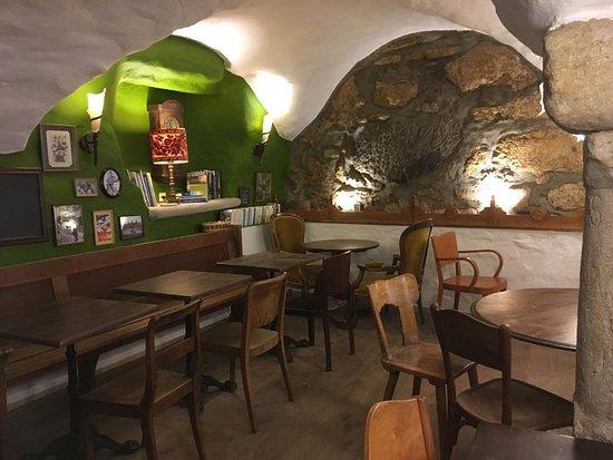 บีล, สวิตเซอร์แลนด์: Magnifique cave voûtée