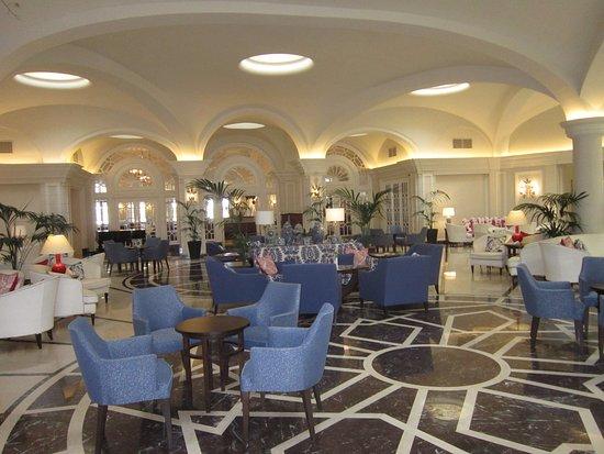 The Phoenicia Malta: Palm Court Lounge