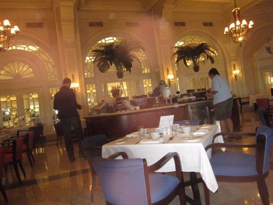 The Phoenicia Malta: Phoenix Room,Buffet Breakfast