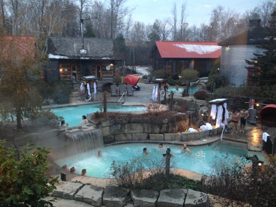 Blue Mountains, Canada: looking out at the hottubs