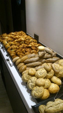 Hotel Harmony: Breakfast with an abundant choice of different fresh breads