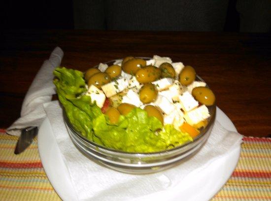 Barhana: Greak salad Çok Kötü Aşırı tuzlu Kalitesiz yeşil zeytin ve beyaz peynir