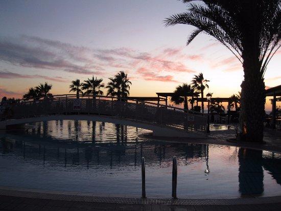 Kefalos Beach Tourist Village: Pool in the eveing