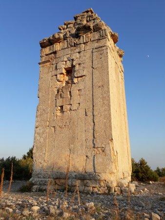 Helenistik Anıt Mezar ( Hellenistic Memorial Tomb), 30.08.2017, Uzuncaburç, Silifke