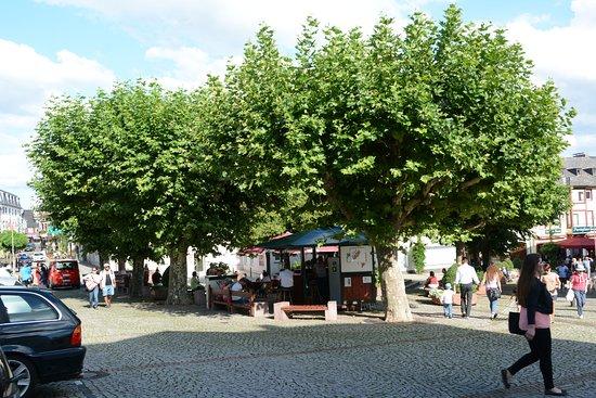 Weinstand Marktplatz Rüdesheim am Rhein