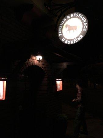 Prostejov, República Checa: Wspaniała restauracja. Czynna od samego rana do pózniej nocy! Czeskie jedzenie blisko trasy z Po