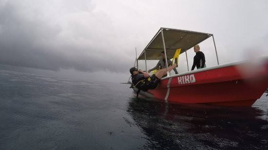 West End, Honduras: First time leaving the boat with scuba gear