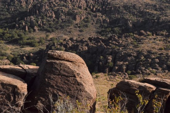 Davis Mountains State Park: Amazing rock formations all around