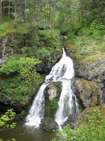 Metchosin, Canadá: Small waterfall.