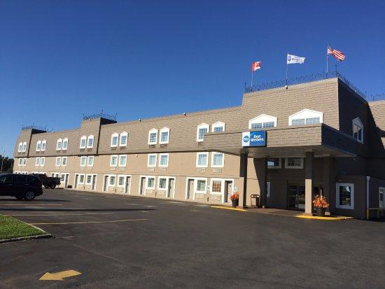 Best Western Thunder Bay Crossroads: Hotel Entrance