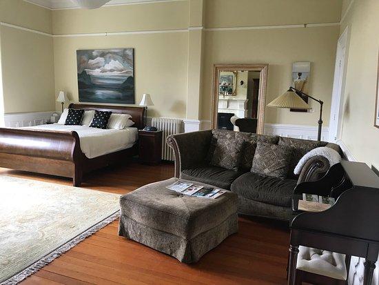 Fairholme Manor: photo0.jpg