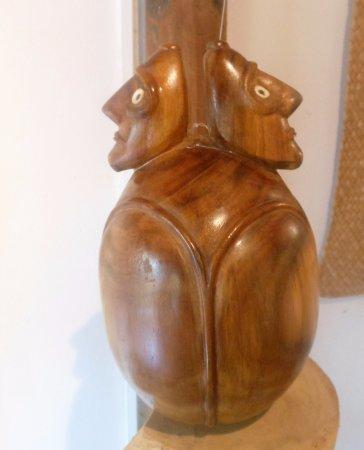 Hostal Aukara Rapa Nui : una de las divinas esculturas