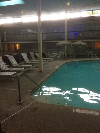 Clarion Inn: Indoor Pool Area