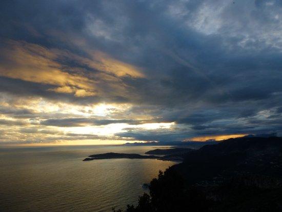 La Turbie, Frankrig: Vue sur le Cap Ferrat et Cap d'Antibes
