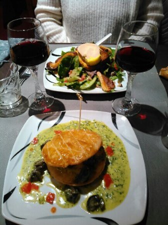 Emeringes, فرنسا: Croustades Escargots sauce verte et salade de foie gras magret....