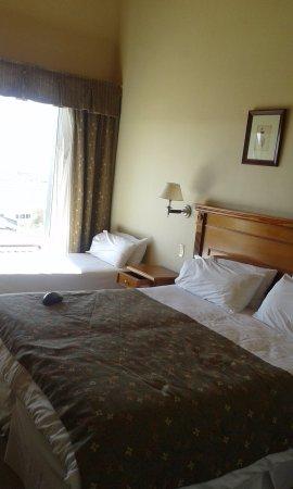 Terrazas del Calafate Hotel: Espectacular vista, amplio dormitorio muy bien calefaccionado