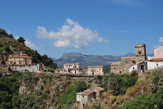 Sant' Alessio Siculo, Italie : Savoca the god Godfather trekking tour