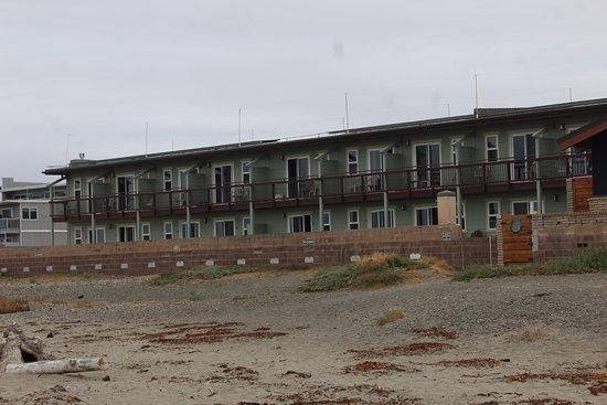 Cayucos Shoreline Inn...on the beach: Beach view rooms