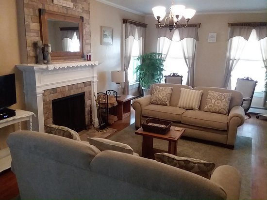 Norwich, NY: Our Living Room can be used by our guests to relax and unwind