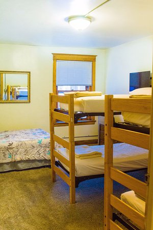 Th Avenue Hotel And Hostel Reviews