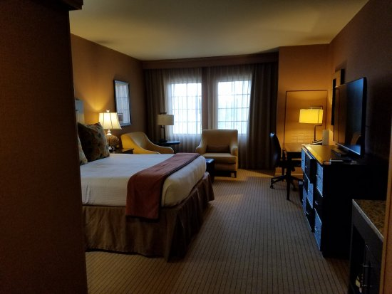 Jamaica Bay Inn: Spotless, modern and large room.