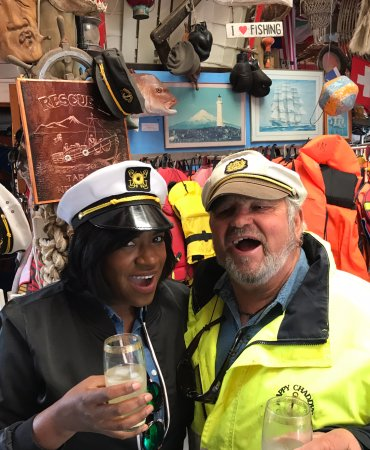 New Plymouth, Nieuw-Zeeland: Me and Captain Chaddy having a drink!