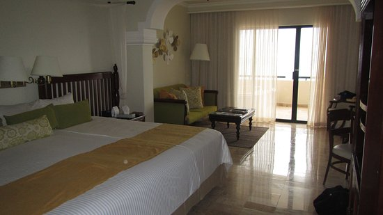 Now Shire Riviera Cancun Two Double Beds Pushed Together In A Oceanfront Room 211