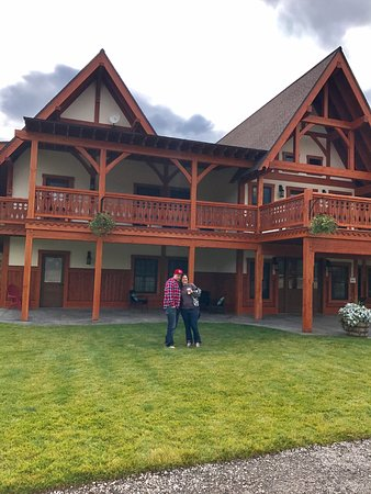 Great Northern Resort: Front of the Lodge we stayed in