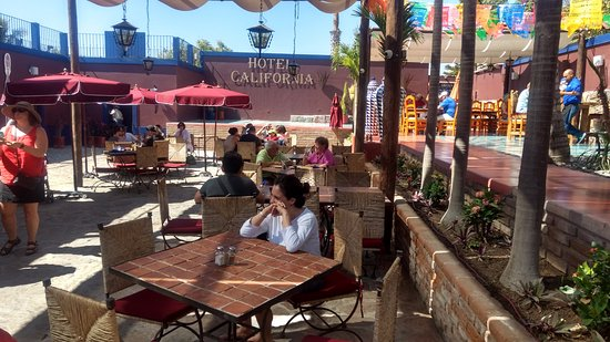 Hotel California: área de bar y restaurante en la parte del patio