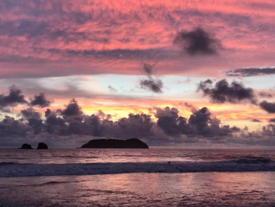 San Jose Metro, Costa Rica: Beautiful sunset on Manuel Antonio Beach!