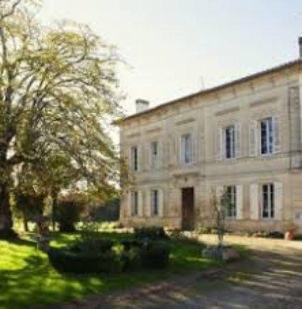 Puisseguin, France: Façades du gîte