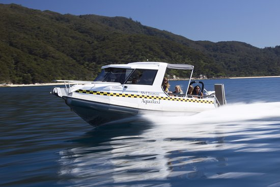 Motueka TOP 10 Holiday Park: Water Taxi action in the Abel Tasman
