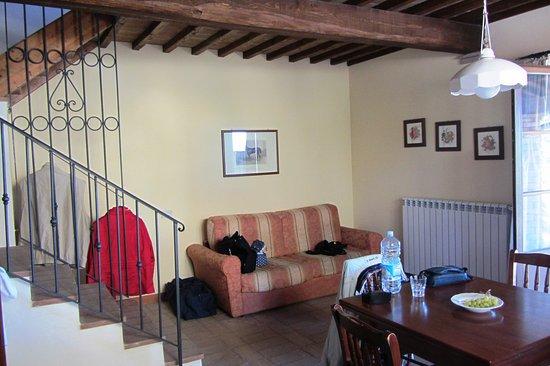 k che mit sofa picture of castello di oliveto. Black Bedroom Furniture Sets. Home Design Ideas