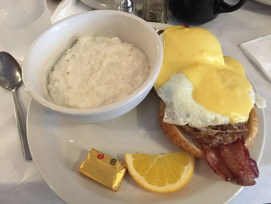 Cheeser's Palace: traditional breakfast