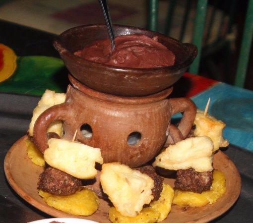 San Marcos, Nicaragua: Toston con queso y cazuelita de frijol Hotel Boutique y Restaurante Hacienda San Pedro.com Nicar