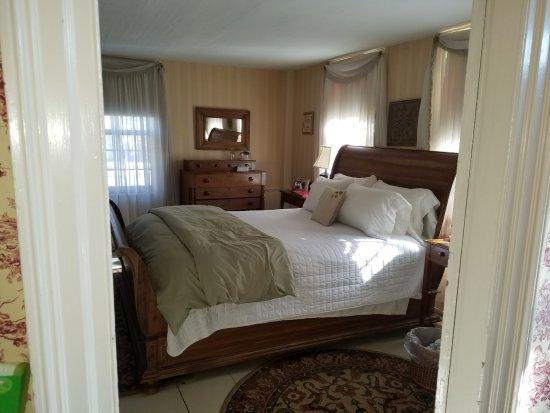 Henniker, Nueva Hampshire: Guest room in the main Inn