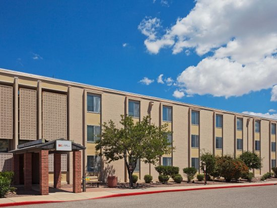 Fort Huachuca, AZ: Parking Lot View Of Building